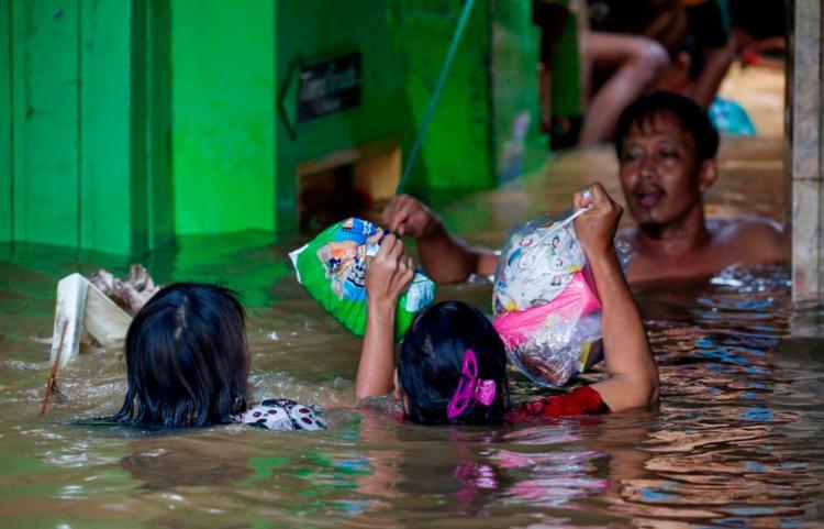 Transbordamento de rios foram causados por chuvas torrenciais | Foto: Reuters | Willy Kurniawan - Foto: Reuters | Willy Kurniawan
