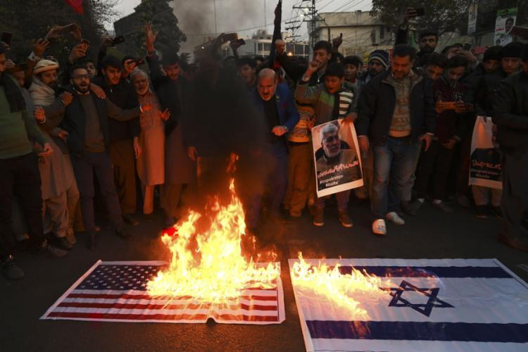 Na capital iraniana, milhares de pessoas saíram às ruas para protestar | Foto: Arif Ali | AFP - Foto: Arif Ali | AFP