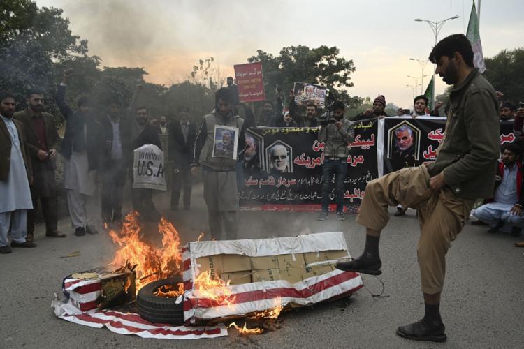 Iranianos pedem vingança após a morte do general | Foto: Aamir Qureshi | AFP - Foto: Aamir Qureshi | AFP