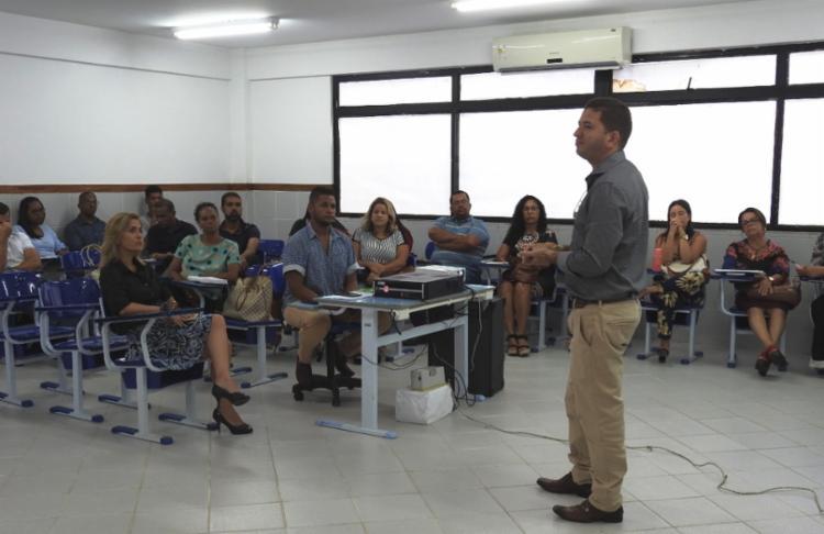 O encontro de professores, diretores e coordenadores visa organizar o planejamento do trabalho pedagógico de 2020, referenciado nas diretrizes estabelecidas pela Base Nacional Comum Curricular (BNCC). - Foto: Divulgação