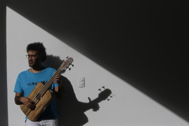 O músico celebra seus 30 anos de carreira com show beneficente no próximo dia 15 - Foto: Rafael Martins\ Ag. A Tarde