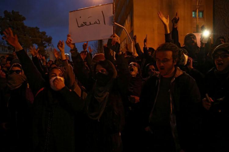 Manifestação ocorreu após país assumir ter derrubado avião em Teerã   Foto: Reuters   Divulgação - Foto: Reuters   Divulgação
