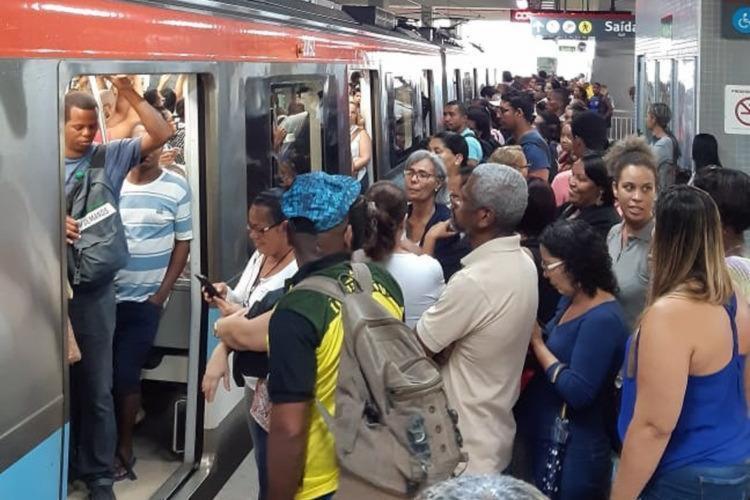 Usuários aguardaram a retomada do serviço por cerca de 15 minutos | Foto: Cidadão Repórter | Via WhatsApp - Foto: Cidadão Repórter | Via WhatsApp