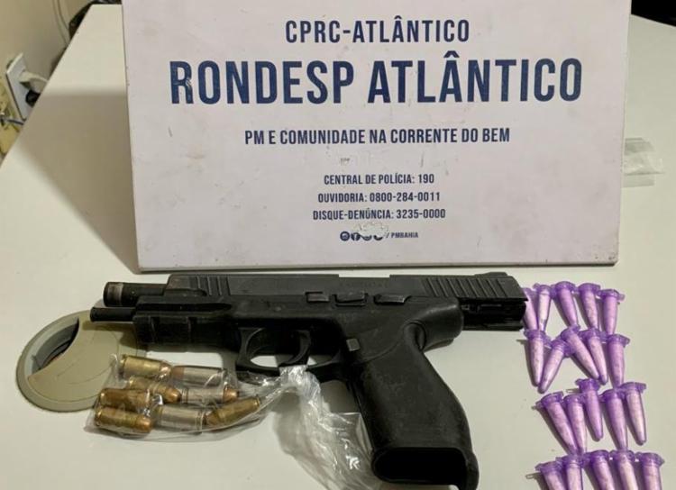 Com o suspeito foram encontradas armas, munições e drogas | Foto: Divulgação | SSP - Foto: Foto: Divulgação | SSP