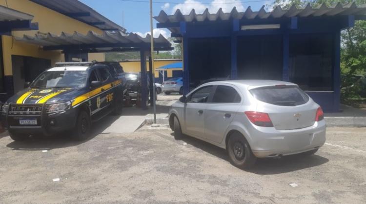 O o homem havia alugado o carro em agosto de 2019, contudo não realizava os pagamentos há quase três meses | Divulgação | PRF - Foto: Divulgação | PRF
