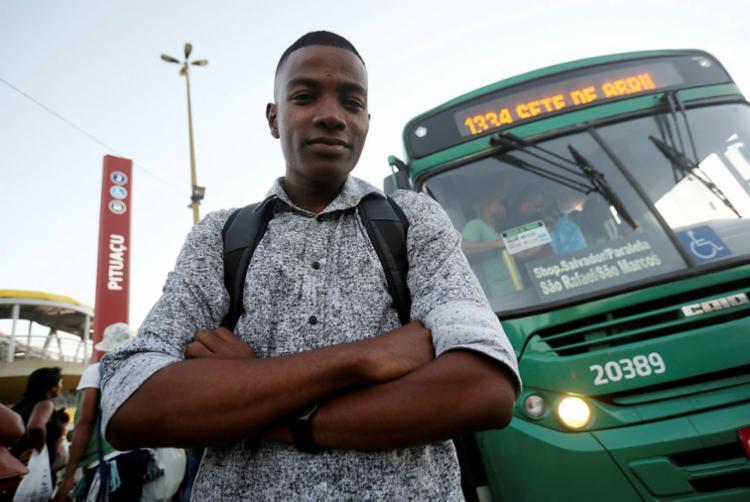 Samuel Estevam criou o Salvador Bus Guias, um blog que buscava mostrar quais as linhas que existiam em Salvador   Foto: Felipe Iruatã   Ag A Tarde - Foto: Felipe Iruatã   Ag A Tarde