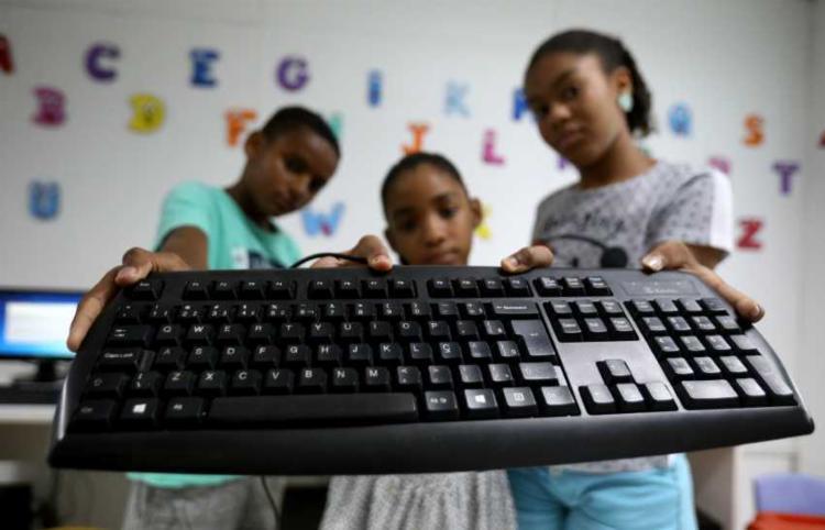 Crianças atendidas pela OAF, localiza na Lapinho | Foto: Felipe Iruatã | Ag. A TARDE - Foto: Felipe Iruatã | Ag. A TARDE