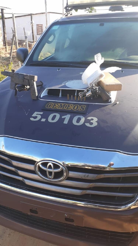 Acusado de tráfico foi encontrado no bairro de Parque Verde, em Camaçari, na RMS, com drogas e armas | Foto: Divulgação - Foto: Divulgação