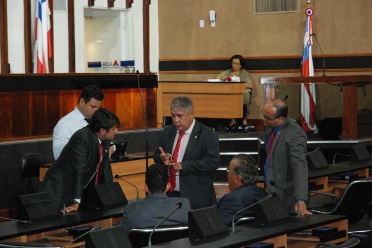 Deputado estadual e líder do governo Rosemberg Pinto (PT) dialoga com membros da oposição | Raul Aguilar | Ag. A TARDE - Foto: Raul Aguilar | Ag. A TARDE