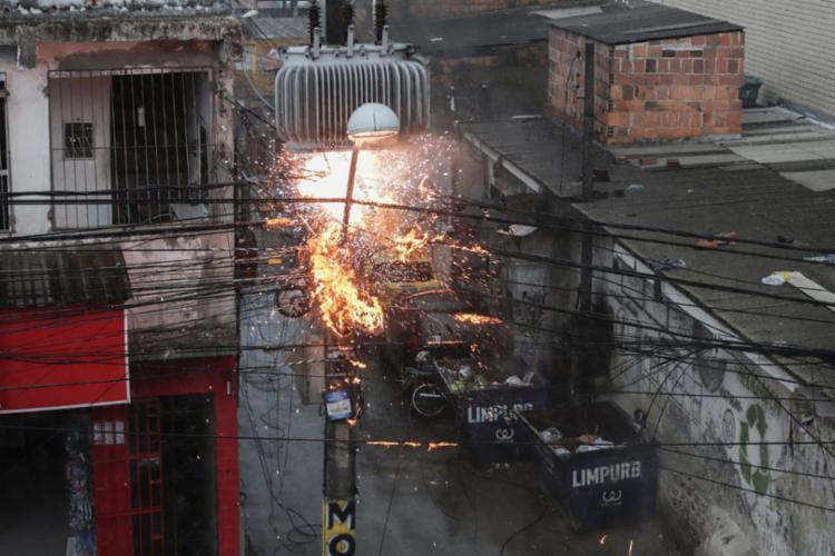 Ocorreram pequenas explosões na rede elétrica   Foto: Uendel Galter   Ag A TARDE - Foto: Uendel Galter   Ag A TARDE