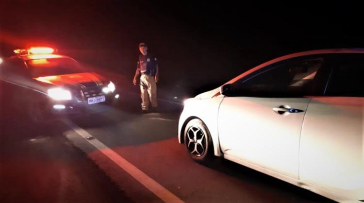 Polícia chegou até o suspeito após receber denúncias de que um carro estaria transitando em zigue-zague | Foto: Divulgação | PRF-BA - Foto: Divulgação | PRF-BA