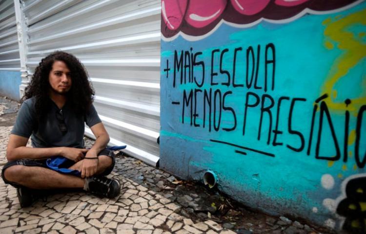 Estudantes apontam, também, o sucateamento do colégio | Foto: Felipe Iruatã | Ag. A TARDE - Foto: Felipe Iruatã | Ag. A TARDE