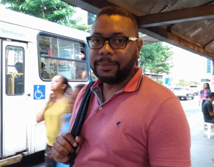 O recepcionista Gilvan Mendes, 33, é um dos que discordaram com a indicação de Regina   Foto: Bianca Carneiro   Ag. A TARDE