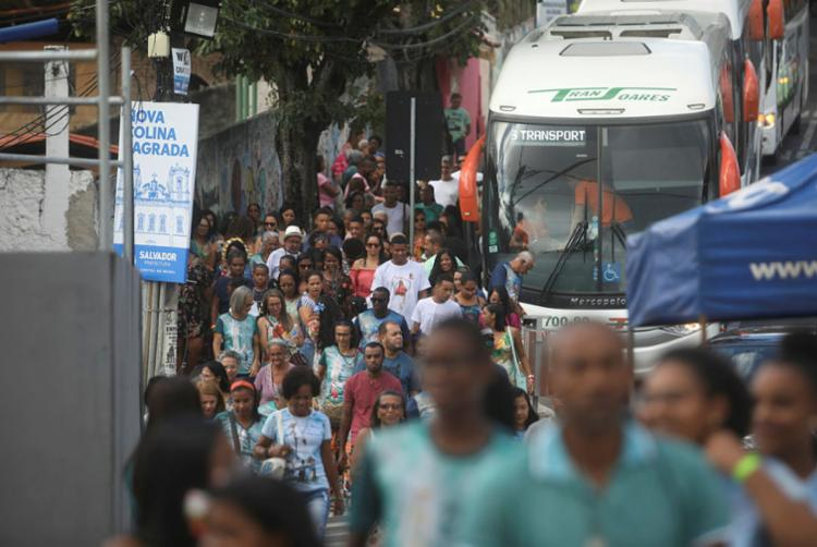 Romeiros chegaram em três ônibus neste domingo, 12 | Foto: Felipe Iruatã | Ag. A TARDE - Foto: Felipe Iruatã | Ag. A TARDE