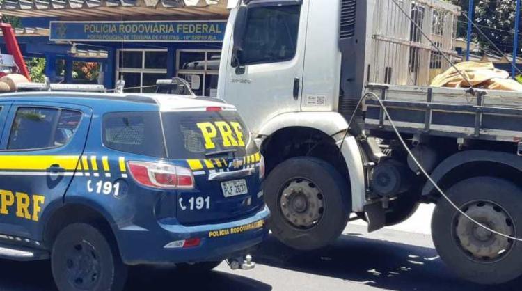 O veículo foi localizado estacionado nas proximidades da rodovia, na altura do Km 915 | Foto: Divulgação | PRF - Foto: Divulgação | PRF