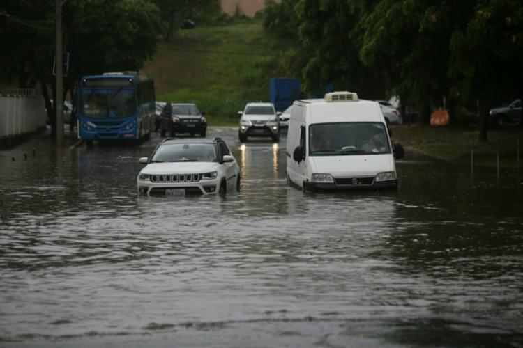 Com a chegada das chuvas, há previsão de possíveis alagamentos na cidade   Foto: Raul Spinassé   Ag. A TARDE - Foto: Raul Spinassé   Ag. A TARDE
