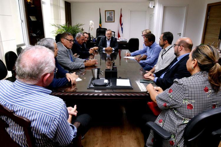 Reunião para ratificar legislação contou a presença do secretário da Sesab e de diversos representantes de órgãos privados e públicos | Foto: Divulgação | Secom - Foto: Divulgação | Secom
