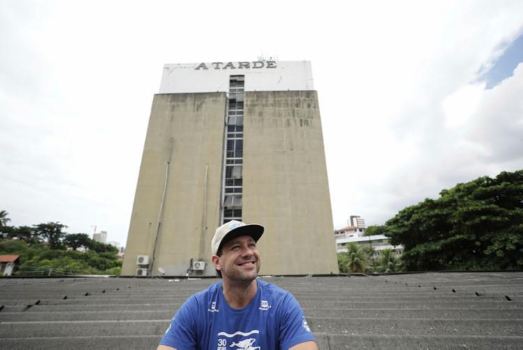 O grafiteiro Diogo Galvão e três artistas de sua equipe farão um mural na fachada da sede do Grupo A TARDE | Foto: Raul Spinassé | Ag. A TARDE - Foto: Raul Spinassé | Ag. A TARDE