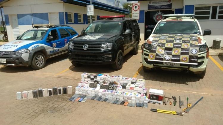 Na ação foram apreendidos 296 celulares diversos, 12 iPhones, três revólveres e um carro | Divulgação | SSP - Foto: Divulgação | SSP