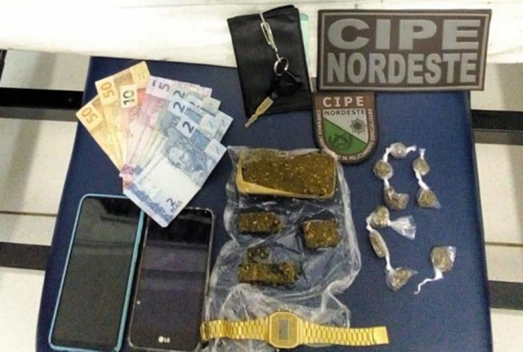 Suspeitos foram presos enquanto vendiam as drogas | Foto: Divulgação | PM - Foto: Divulgação | PM