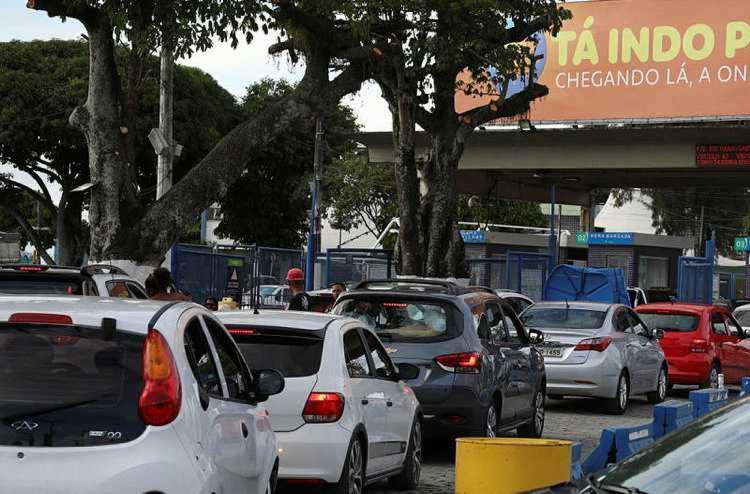 Tempo de espera de motoristas chega a 2h | Foto: Felipe Iruatã | Ag. A TARDE - Foto: Felipe Iruatã | Ag. A TARDE