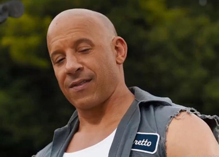 Na cena, Dominic Toretto (Vin Diesel) ensina lições de mecânica ao seu filho | Foto: Divulgação - Foto: Divulgação
