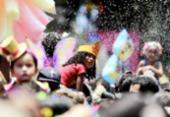 À frente do Algodão Doce, Carla Perez e Xanddy arrastam multidão no Campo Grande   Foto: