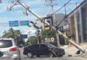 Carro colide com poste na Estrada do Coco | Cidadão Repórter | Via Whatsapp