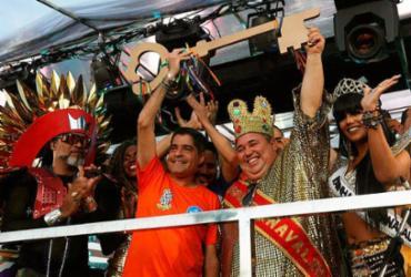 Rei Momo recebe a chave do prefeito e dá início à folia em Salvador | Felipe Iruatã | Ag. A TARDE