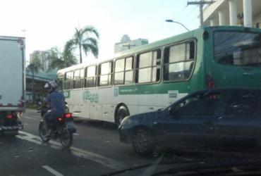 Motorista de ônibus passa mal após acidente na Avenida ACM | Jaqueline Suzarte | Ag. A TARDE