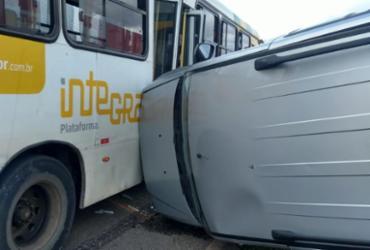 Carro tomba após colidir com ônibus na BR-324 | Cidadão Repórter | Via WhatsApp