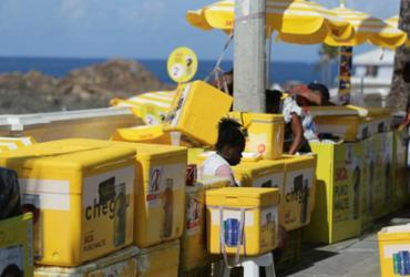 Começa entrega de kits do Carnaval para vendedores ambulantes | Joá Souza | Ag. A TARDE
