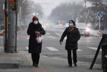 Província de Hubei registra mais 108 mortes por novo coronavírus | Greg Baker | AFP