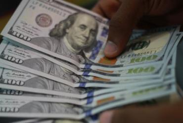 Dólar cai para R$ 5,22 e renova mínima desde janeiro | Joá Souza | Ag. A TARDE