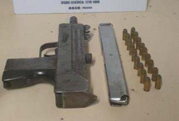 Dupla é presa portando metralhadora no município de Dias D'ávila | Divulgação | SSP