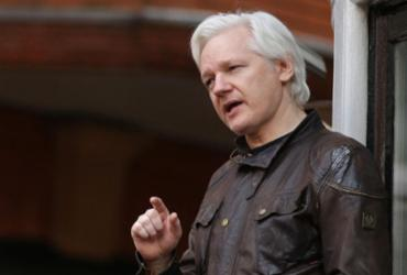Julian Assange tenta escapar de extradição para os Estados Unidos |