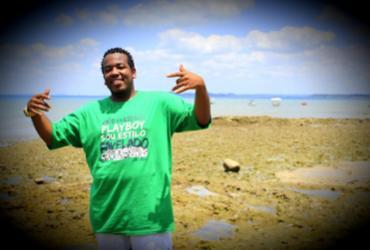 MC Feijão leva cultura do hip-hop para Arembepe neste sábado