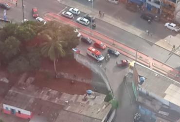Colisão entre ônibus e moto deixa ferido na Avenida Suburbana | Claudia Menezes | Isso é Bahia