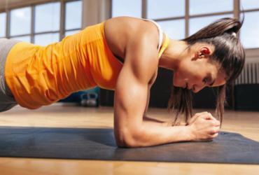 Especialistas alertam sobre os riscos de treinos e exercícios pela web