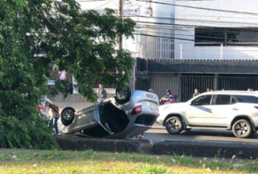 Carro capota e deixa vítima na região da Lucaia | Cidadão Repórter | Via WhatsApp