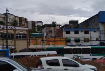 Ônibus quebrado e pontos de alagamento travam trânsito no Barbalho e Dois Leões | Shagaly Ferreira | Ag. A TARDE