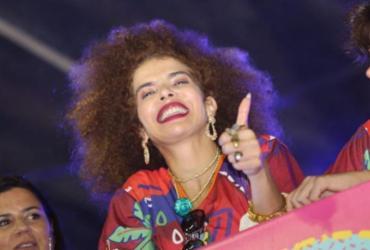 Cantora Vanessa da Mata curte último dia de folia ao lado de Ivete | Tati Freitas | Divulgação