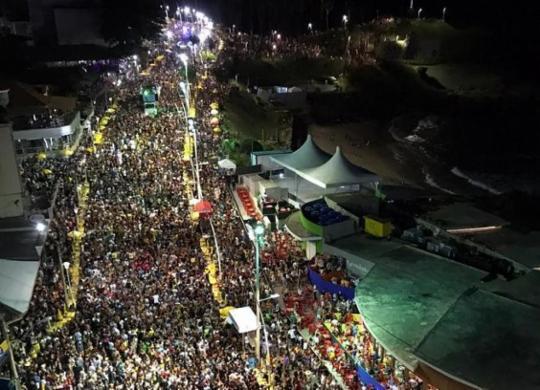Foliões entram em clima do Carnaval com o Furdunço | Xando Pereira | Ag. A TARDE