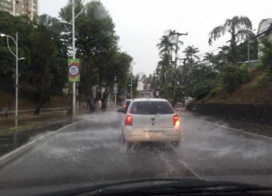 Salvador amanhece com chuva e diversos pontos de alagamento | Cidadão Repórter