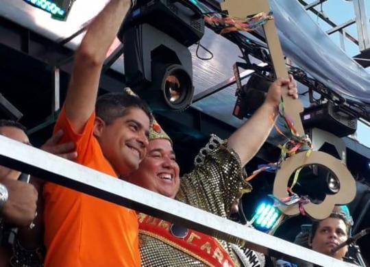 Rei Momo recebe a chave do prefeito e dá início à folia em Salvador | Thais Seixas | Ag. A TARDE