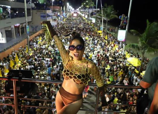 Poderosa! Anitta coloca pipoca para dançar funk no 2º dia de Carnaval na Barra | Ag. A TARDE