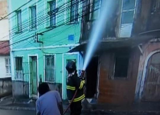 Incêndio atinge casarão antigo no Barbalho   Reprodução   TV Bahia