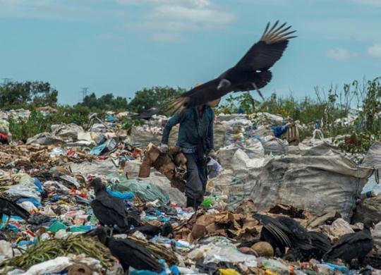 Lei de descarte de resíduos é descumprida no extremo sul | Adelmo Borges | Ag. A TARDE