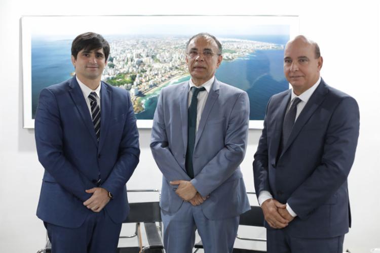 Lourival Trindade (centro) foi recebido por João de Mello Leitão e Luciano Neves