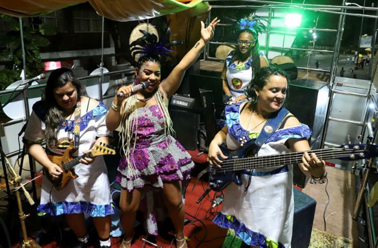 Banda 'A Mulherada' desfilou no Circuito Osmar (Campo Grande) | Foto: Uendel Galter | Ag. A TARDE - Foto: Uendel Galter | Ag. A TARDE